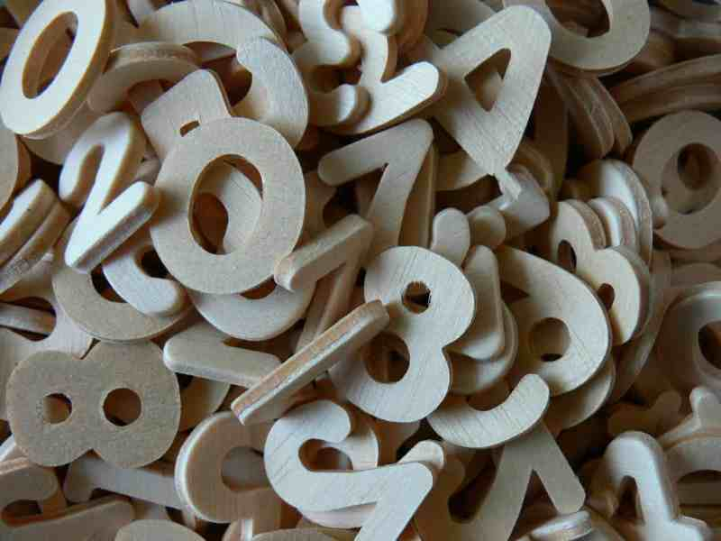 shows a pile of wooden numbers