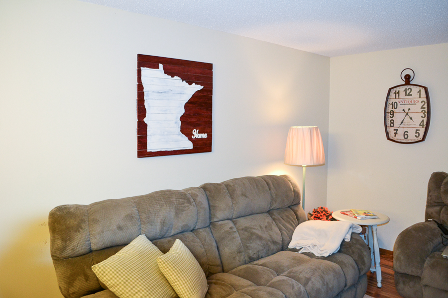 wood pallet sign with minnesota decal