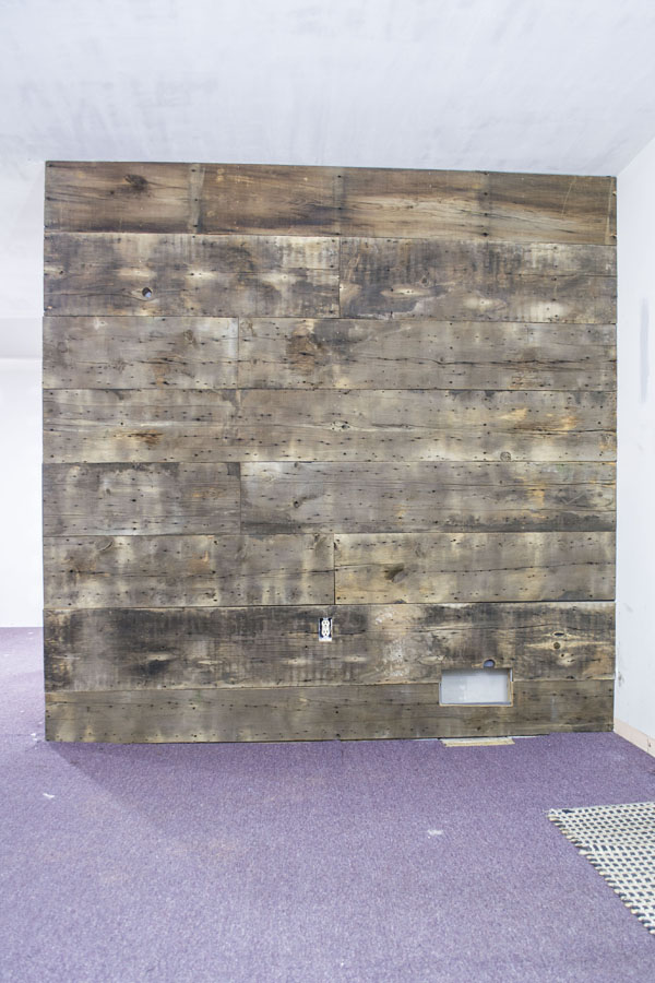 barnwood-wall-_-entire-plank-wall-vertical