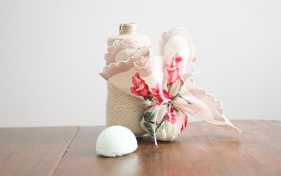 12 Days of Craftsmas: Vintage Linen Wrapped Bath Bombs