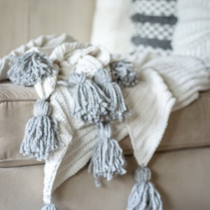 how to make a no sew tassel blanket