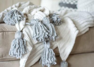 how to make a no sew tassel blanket