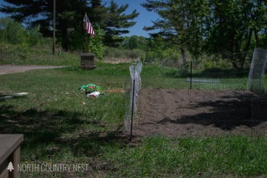 chicken wire fence around home vegetable garden