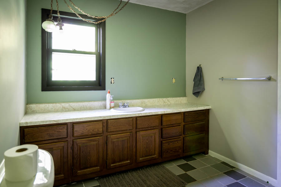 A Bathroom Update: The Wonders of Paint