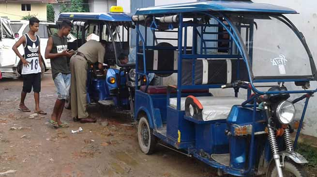 Assam:  e-rickshaws restricted in Hailakandi town to ease flow of traffic