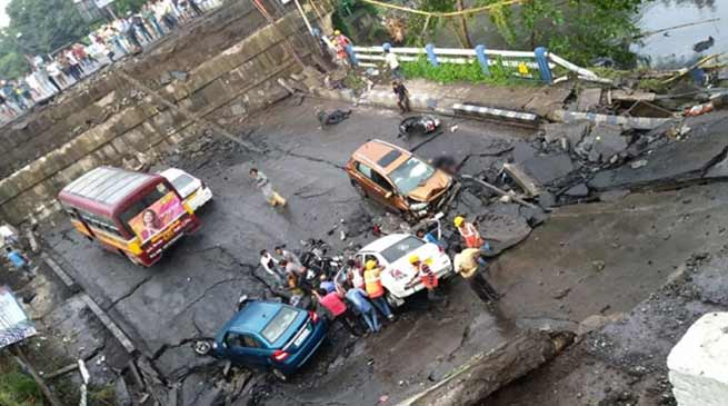 Kolkata : Majerhat Bridge collapse, One killed, 25 injured