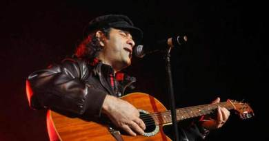 Sikkim: Mohit Chauhan performs for Indian Army at Sherathang
