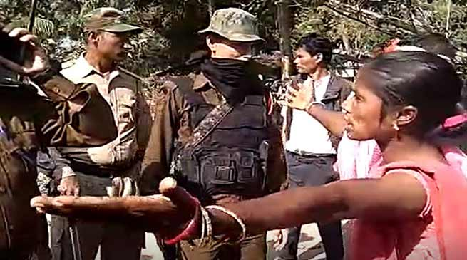 Assam- Clash between tea labourers and police, 18 injured including 8 cops