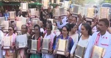 Assam: Martyr's families return mementos in protest against CAB