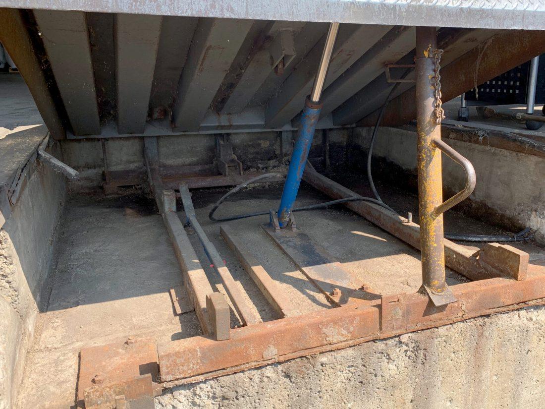 dock leveler PMP after clean pit