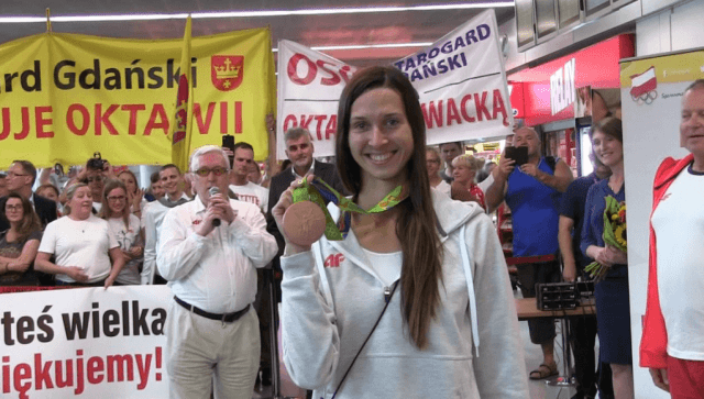 Oktawia Nowacka with her gold Medal