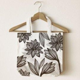 Jute-bag_mono-flowers