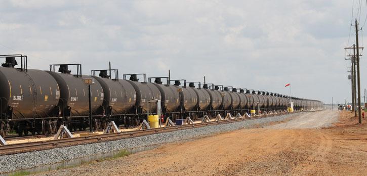 First Train 6 5 Million In Crude Oil Rolls Into Walnut