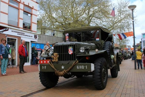 commander_optocht_bevrijdingsdag_drachten_2015_keep_them_rolling_70_jaar_bevrijding_friesland