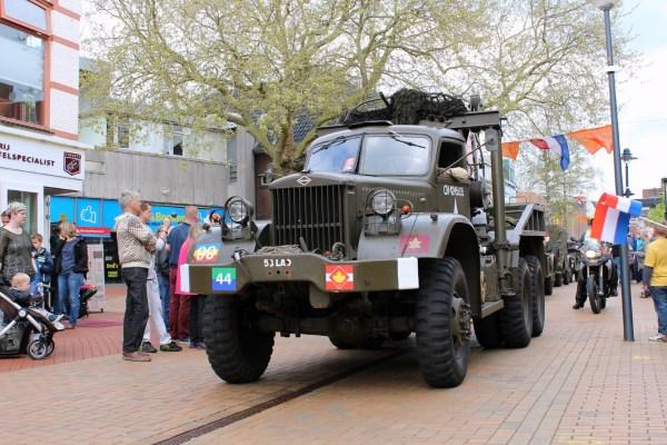 truck_optocht_bevrijdingsdag_drachten_2015_keep_them_rolling_70_jaar_bevrijding_friesland