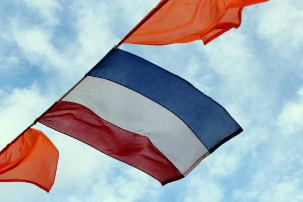 vlaggen_optocht_bevrijdingsdag_drachten_2015_keep_them_rolling_70_jaar_bevrijding_friesland