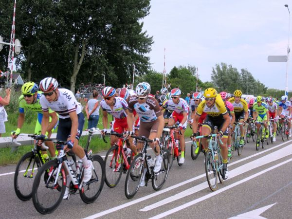 eneco_tour_peleton_bolsward_sneek_route
