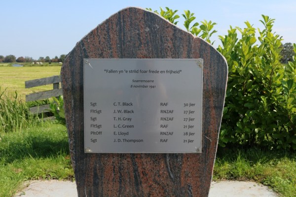 crash-vliegtuig-neergestort-tweede-wereldoorlog-akkrum-soarremoarre-wellington-x9976-bommenwerper-aldeboarn