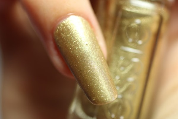 essie getting groovy goud gold winter collectie collection 2016 2017 swatch