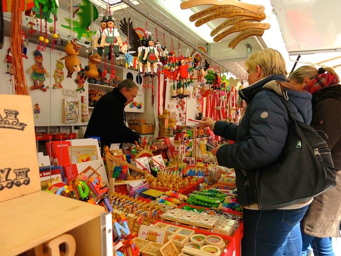 Nürnberg Ostermarkt toy vendor