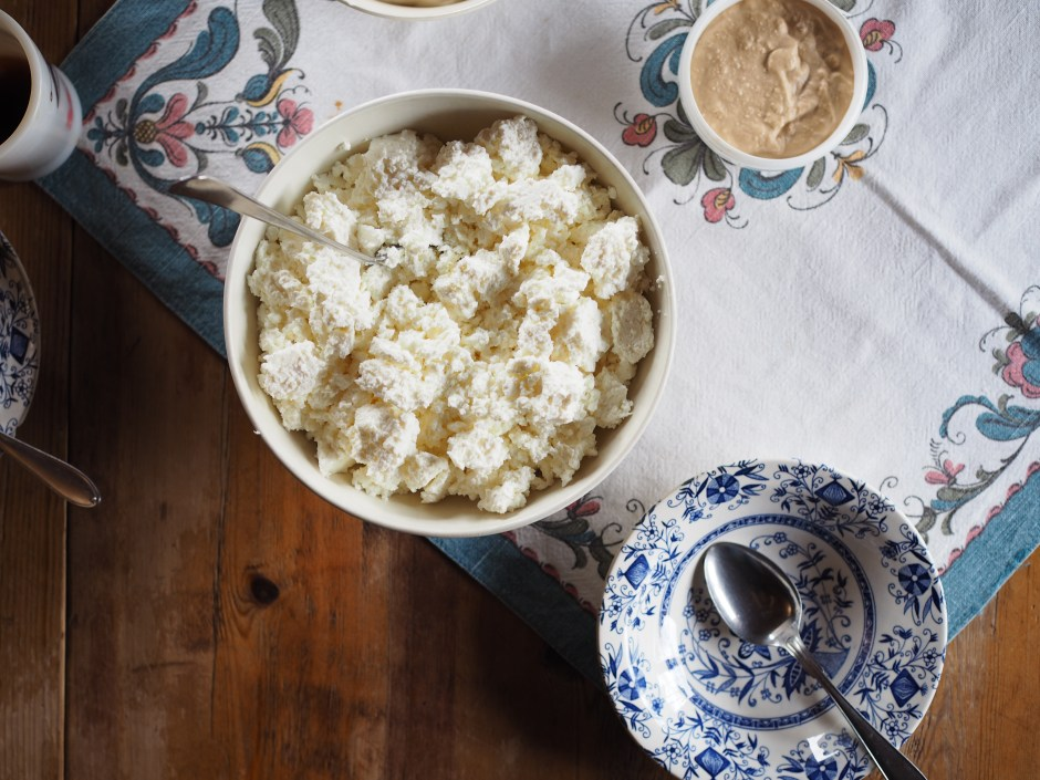 Norsk Seterliv & Sur-Ost (Mountain Farm Cottage Cheese)
