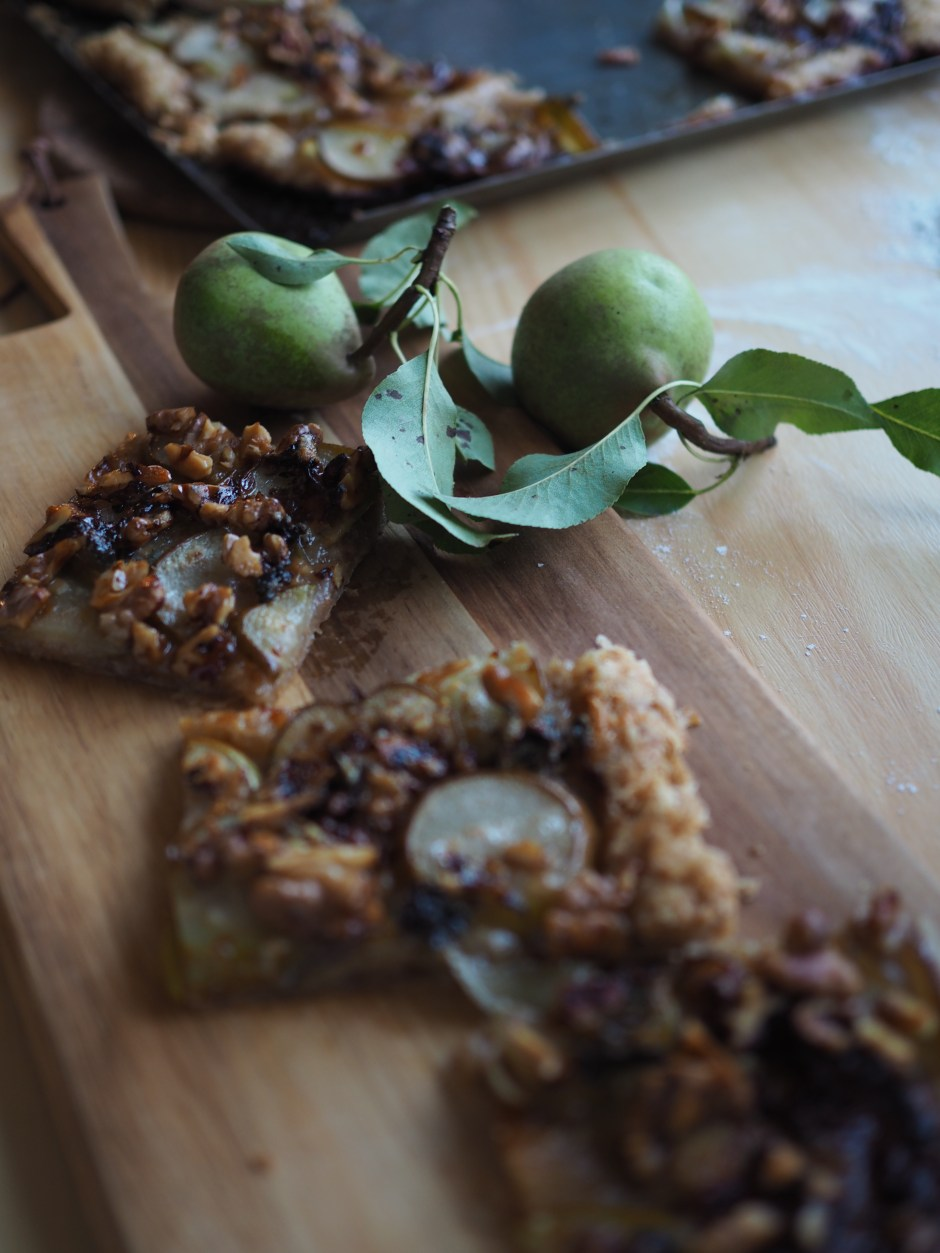 Savory Pear Tart with local honey, blue cheese, walnuts and a whole wheat puff pastry (Pæreterte)