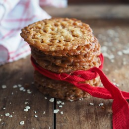 Norwegian Knekk-Kaker(Thin Christmas cookies with oats)