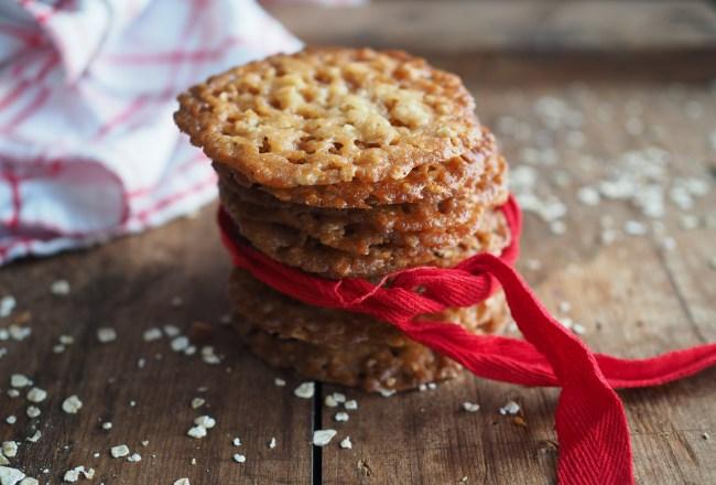 Norwegian Knekk-Kaker(Thin Christmas cookies with oats)