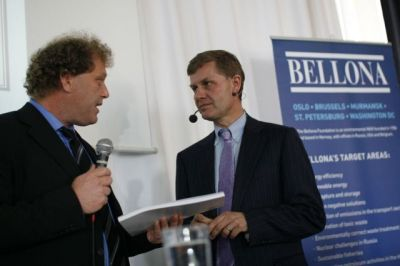 """Bellona President Frederic Hauge hands over the Bellona produced """"Norway's All-Encompassing Climate Plan"""" to Norwegian Environmental Minister Erik Solheim. Photo: Anne Karin Sæther/Bellona."""