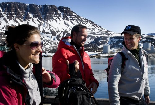 From left: Swedish Crown Princess Victoria, Crown Prince Haakon of Norway and Danish Crown Prince Frederik on visit to Greenland. Photo: Veronica Melå, The Royal Court.