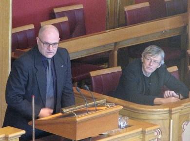 Olav Gunnar Ballo (left) in the Norwegian Storting. File photo by Lars Røed Hansen.
