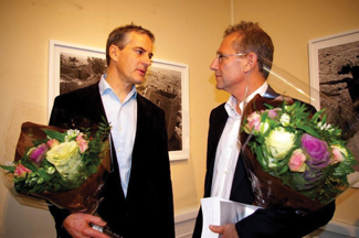 """The Dogon""was exhibited in October at Blomqvist Kunstauksjoner in Oslo. Norwegian Foreign Minister Jonas Gahr Støre opened the exhibition. Here he is with photographer Stuart Franklin. Photo courtesy of the Voss Foundation."