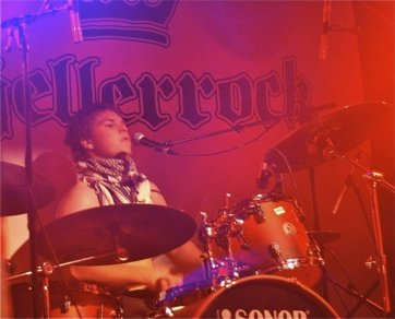 Anders Eikås in concert with Honningbarna. Photo: Facebook