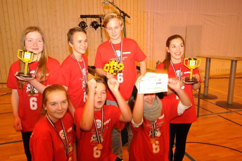 Photo: Ove Røeggen FLL Champions in Hammerfest.  Photo: Ove Røeggen   from left: Dina Mølmann Hansen, Rasmus Rønning, Petter Brataas, Embla Kristiansen, In front from left: Marius Hagen, Ann-Kristin Schleis, Tonje Larsen