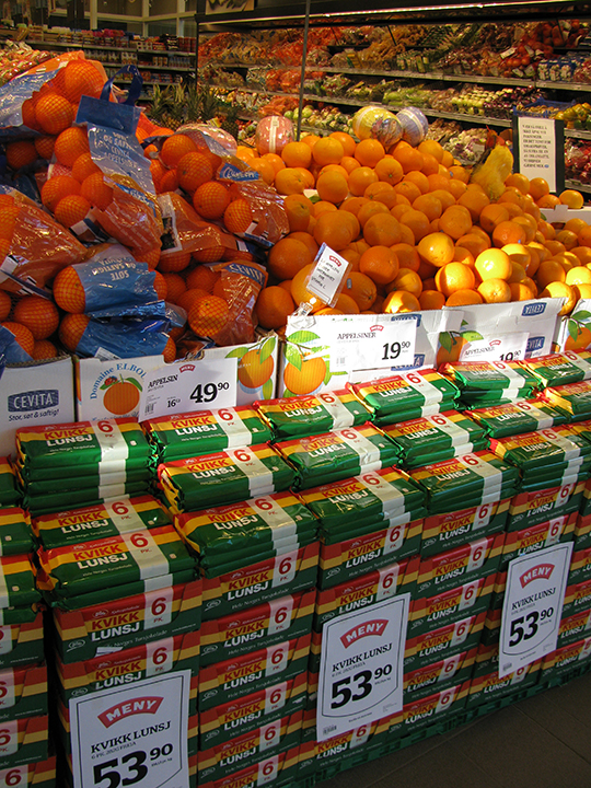 Photo: Photo: Heidi Håvan Grosh Kvikk Lunsj and oranges are essentials for an Easter holiday in Norway