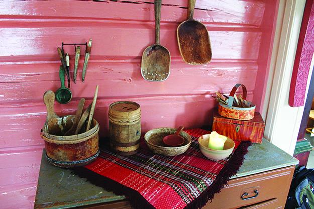 Photo: Whitney Love Basic cooking utensils from throughout Ærverdige Skottgården's history as a farm.