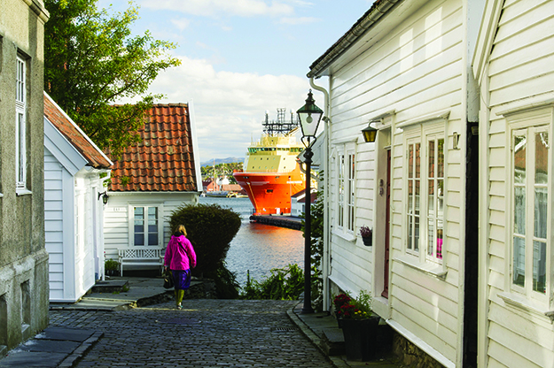 Photo: CH / Visitnorway.com View towards the harbor from Øvre Strandgate in Gamle Stavanger.