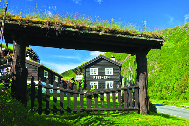 Photo: Espen Mills / Visitnorway.com The picturesque Røisheim Hotell's oldest buildings date from the 1700s.