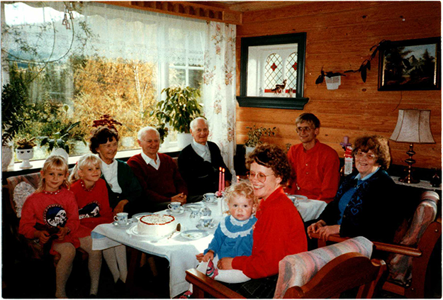 Photo: Donald V. Mehus Festive Christmas-time dinner in Hol with relatives.