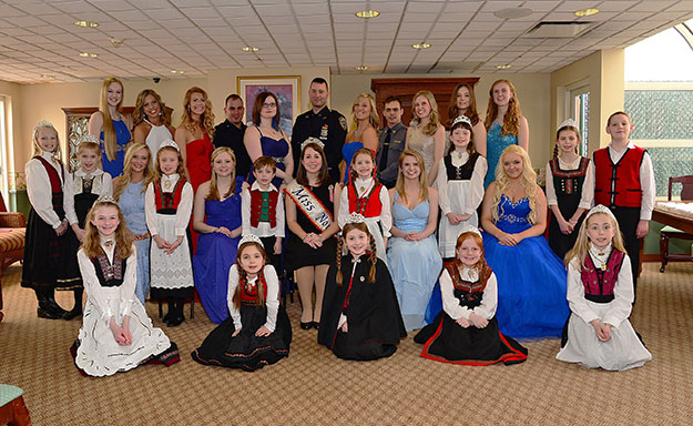 Photo: Edward T. Johannesen The hopefuls and friends gather around 2014's Miss Norway before the luncheon.
