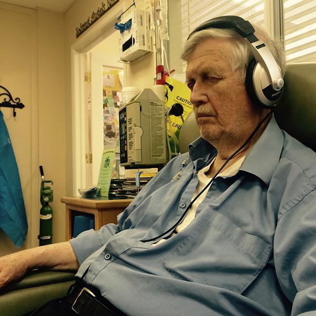 Photo: thelanguageofcancer.tumblr.com Larrie meditates during his chemo treatment.