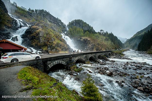 Photo: Szymongruchalski / Tourdesfjords.no The 912-kilometer race took cyclists through some of Norway's most beautiful scenery, like this waterfall near Eide.