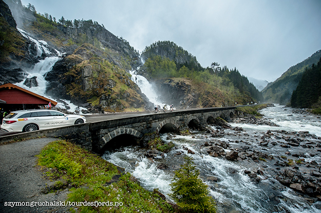 Photo: Szymongruchalski / Tourdesfjords.no The 912-kilometer race took cyclists through some of Norway's most beautiful scenery, like this waterfall near Eide.