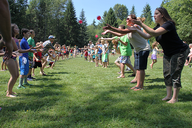 Photos: Solveig Lee Above: Young and old enjoyed the perfect weather with games like the water balloon toss.