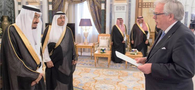 Photo: courtesy of the Saudi Press   The Norwegian government appointed Rolf Willy Hansen as ambassador to Saudi Arabia and, in turn, he presented his papers to King Saman at an accreditation ceremony.