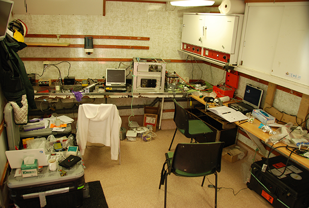 Photo: Caroline Freissinet The lab that Freissinet and others shared aboard the Lance, the research vessel.