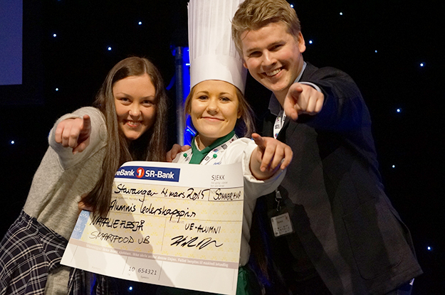 Photo: UE Rogaland  Natalie Flesjå, CEO of Smartfood UB, spent last October 14 trailing Norway's Crown Prince as part of JA-YE's leader for a day program. Shown here accepting a different award.