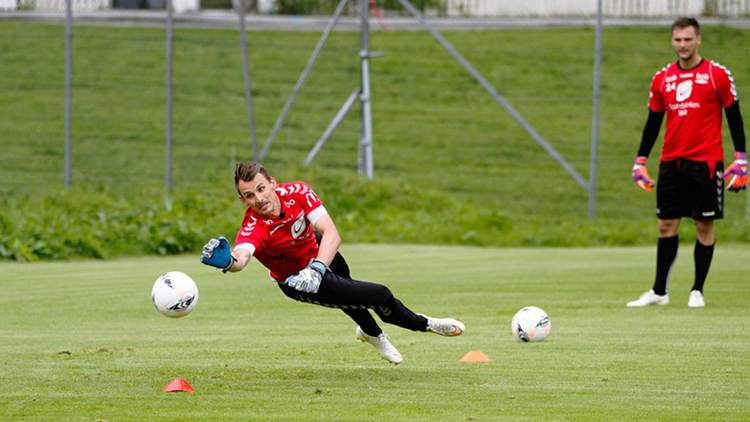 Photo: Bernt-Erik Haaland   28-year-old Alex Horwath's soccer career has taken him all over the U.S. and now the world. He is currently goalkeeper for Brann, Bergen's Tippeligaen team.