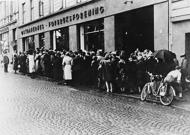 Photo: U.S. Library of Congress / Wikimedia Long lines for food and shortages characterized the latter years of the war—Ljødal remembers that it didn't matter how many ration cards you had, because there was no food available to buy.