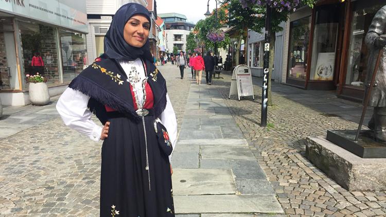Photo: Erik Waage / NRK Sahfana M. Ali in her bunad.